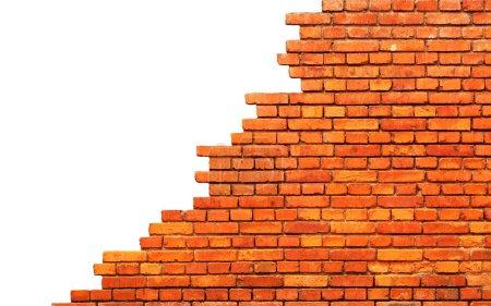 Photo pour Vieux mur de briques endommagé. Isolé sur fond blanc - image libre de droit