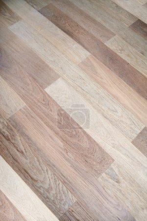 Foto de Nuevo parquet de roble de color marrón - Imagen libre de derechos