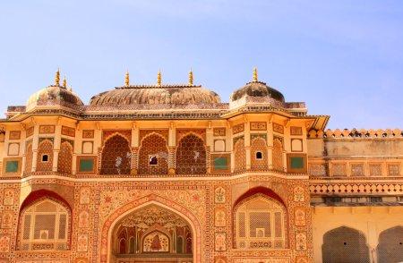 Photo pour Entrée au palais royal, Fort Amber près de Jaipur, Rajasthan, Inde - image libre de droit