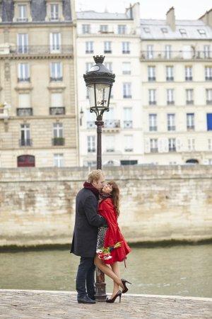 Dating couple in Paris
