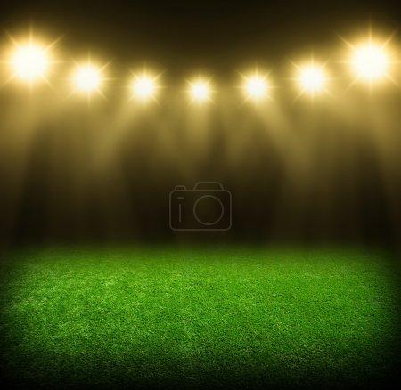 Photo pour Le stade de football avec les lumières scintillantes - image libre de droit