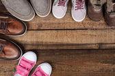 Různé barevné obuv