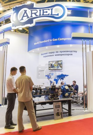Photo pour Moscou-Juin 24, 2015: Booth of gas compressors Ariel companies from the United States at the International Trade Fair Mioge - image libre de droit