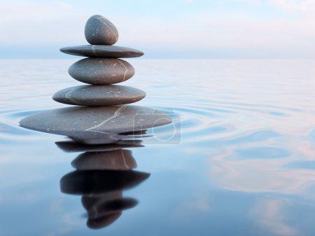 Photo pour Rendu 3D de pierres Zen dans l'eau avec réflexion - concept de relaxation méditation paix équilibre - image libre de droit