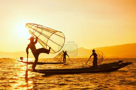 traditioneller burmesischer Fischer am Ile Lake myanmar