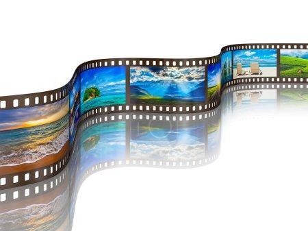 Photo pour Concept de voyage touristique mondial - film photo avec des images de voyage avec réflexion sur fond blanc - image libre de droit