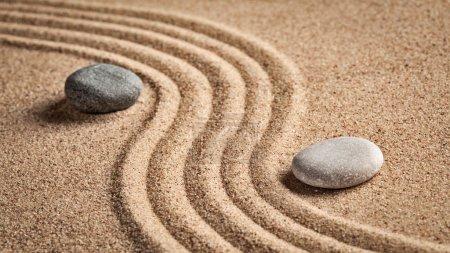 """Photo pour Jardin japonais en pierre zen - détente, méditation, concept de simplicité et d """"équilibre - panorama de galets et de sable râpé tranquille scène calme - image libre de droit"""