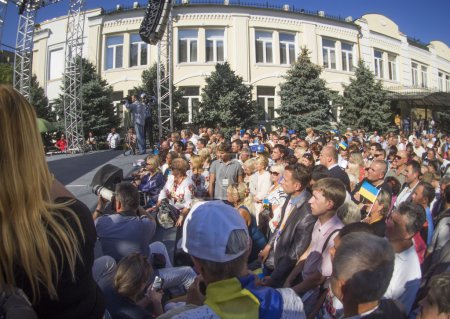 Yulia Tymoshenko speaks at the podium