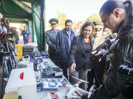 Victoria Nuland examines equipment