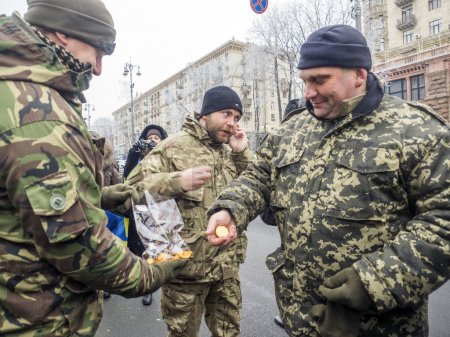 Kiev residents welcoming  battalion Kyiv 12