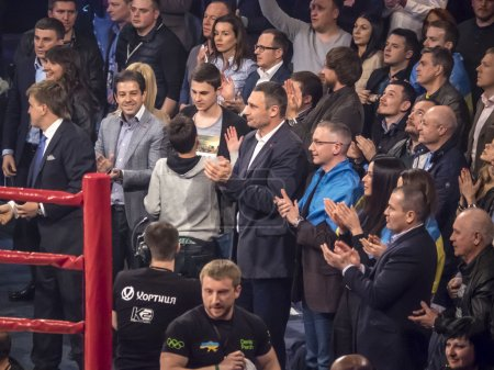 Vitali Klitschko applauds the winner
