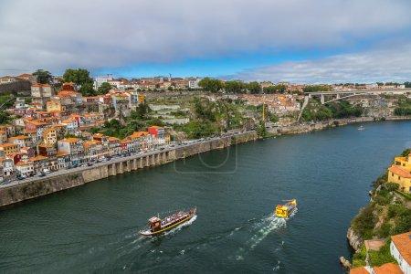 Photo pour Vue aérienne de Porto par belle journée d'été au Portugal - image libre de droit