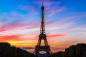 A naplemente, a párizsi Eiffel-torony
