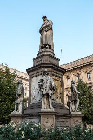 Leonado Da Vinci statue in Milan