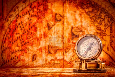 Photo pour Vintage nature morte. Vintage compas se trouve sur une carte du monde antique en 1565. - image libre de droit