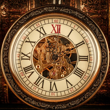 Photo pour Close-up de cadran horloge antique. montre de poche Vintage. - image libre de droit