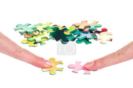 Photo pour Solution puzzle deux femmes doigts isolés sur blanc - image libre de droit