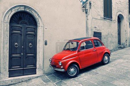 Старый красный Фиат 500 р
