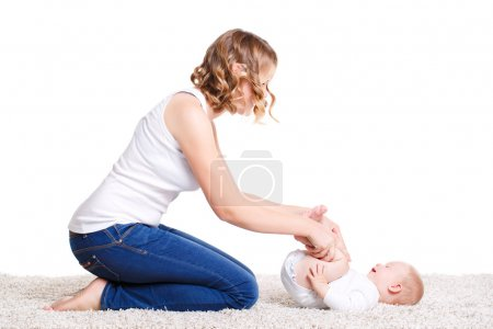 Mom doing exercises with your baby on the floor.