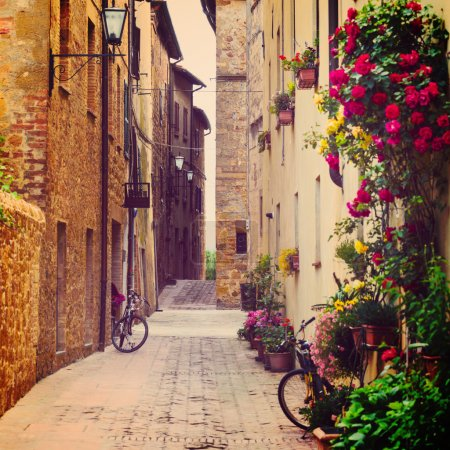 Photo pour Street in Pienza, Tuscany, Italy - image libre de droit
