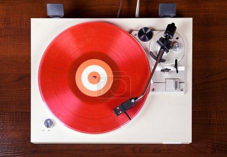 Photo pour Plaque tournante stéréo analogique vinyle tourne-disque vue du dessus - image libre de droit