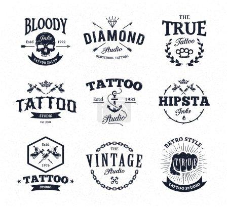 Illustration pour Ensemble vectoriel de modèles de logo de studio de tatouage cool sur fond blanc. Emblèmes vectoriels tendance de style rétro . - image libre de droit