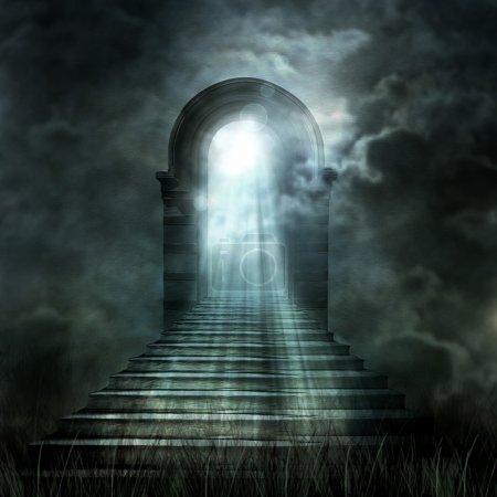 Photo pour Escalier menant au paradis ou en enfer. lumière au bout du tunnel - image libre de droit