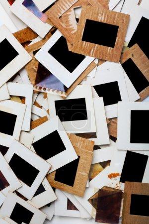 Photo pour Ensemble de vieilles diapositives, photos et films sur la table - image libre de droit