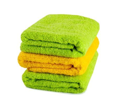 Photo pour Empilement de serviettes propres fraîches isolées sur fond blanc - image libre de droit