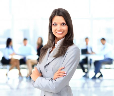 Photo pour Femme d'affaires avec son personnel - image libre de droit