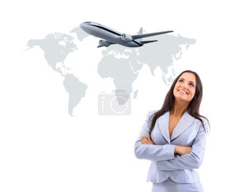 Photo pour Femme d'affaires smileeng et regardant l'avion - image libre de droit