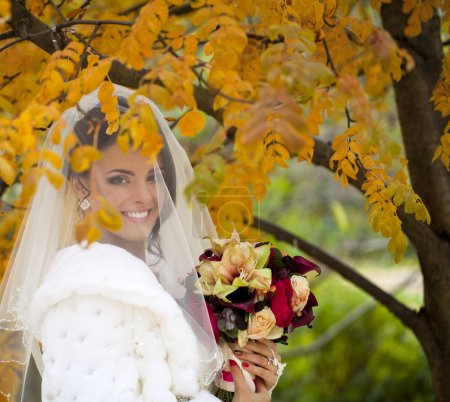 Photo for Portrait of a beautiful smiling bride in autumn park - Royalty Free Image