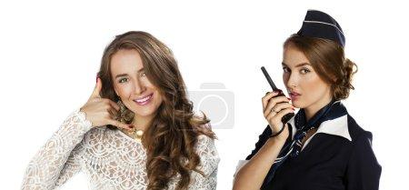 Photo pour Appelle-moi. Collage, Belle hôtesse souriante avec radio cb, isolée sur fond blanc - image libre de droit