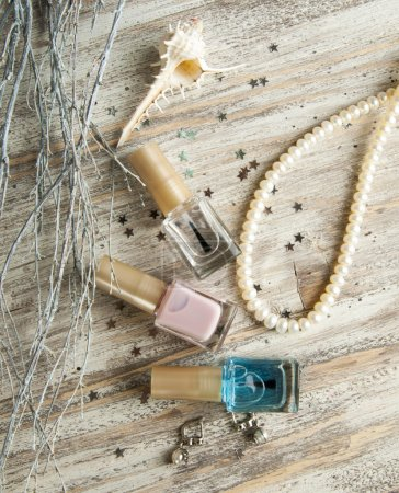 fashion   nail polishes with necklace