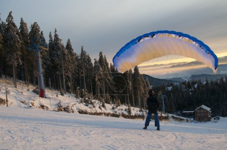 Speed flying in winter mountains