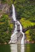 Vodopád v fjord Geiranger - Norsko