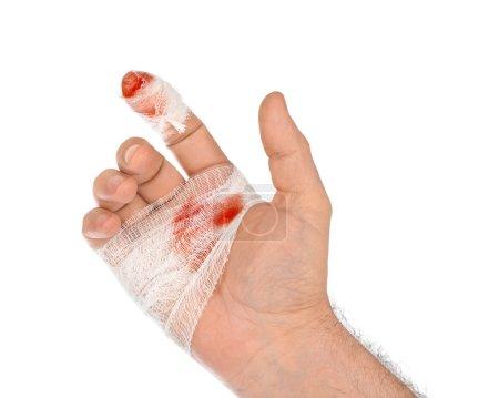 Photo pour Main avec sang et bandage isolé sur fond blanc - image libre de droit