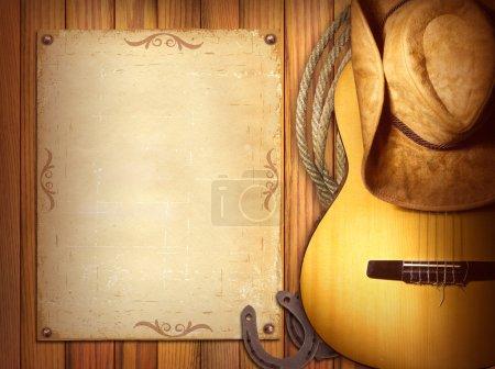 Photo pour American Country affiche de musique pour texte.Fond en bois avec guitare et chapeau de cow-boy - image libre de droit