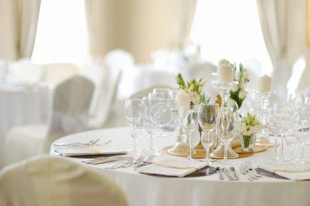 Photo pour Belle table pour la fête de vacances de mariage - image libre de droit