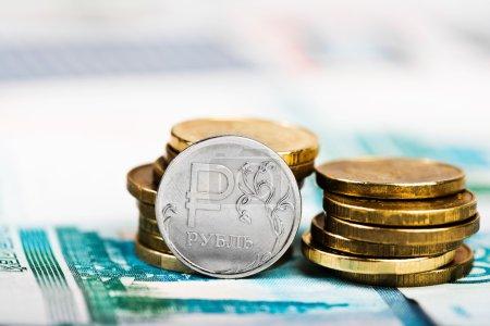 Photo pour Pile de pièces russes en rouble gros plan - image libre de droit