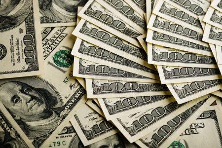 Foto de Fondo con billetes de dinero americano cien - Imagen libre de derechos