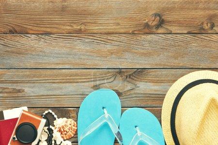 Photo pour Voyage et articles de plage plat laïc nature morte - image libre de droit