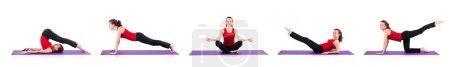 Photo pour Jeune femme faisant des exercices sur blanc - image libre de droit