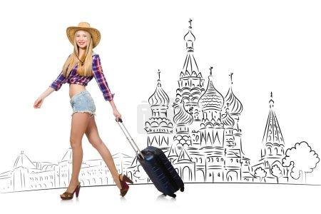 Photo pour Jeune fille dans le concept de tourisme en Russie - image libre de droit