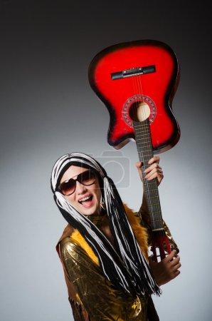 Guitare avec instrument rouge
