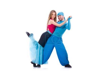 Photo pour Paire de danseurs dansant danse moderne isolé sur blanc - image libre de droit