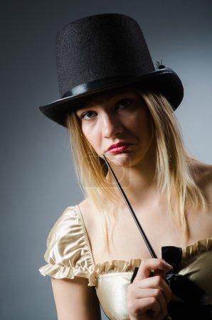 Foto de Mago mujer con varita mágica y sombrero - Imagen libre de derechos