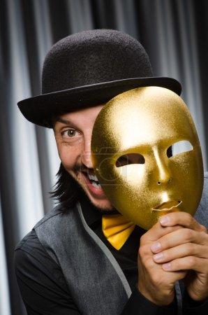 Photo pour Concept drôle avec masque théâtral - image libre de droit