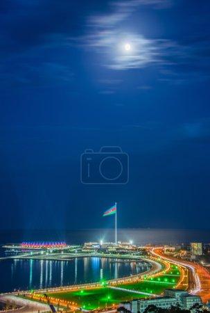 Photo pour Vue de Bakou la nuit avec lumières de la ville - image libre de droit