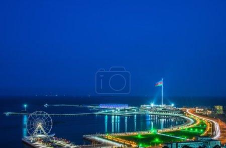 Photo pour Vue de Bakou la nuit - image libre de droit